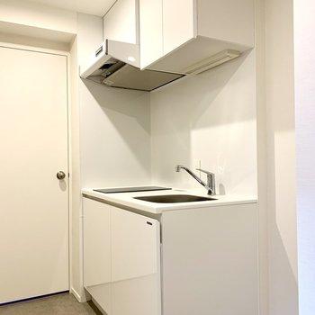 キッチンは玄関にあります※写真は3階の同間取り別部屋のものです