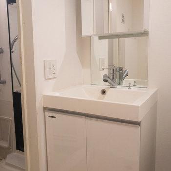 独立洗面台が綺麗で使いやすそうです