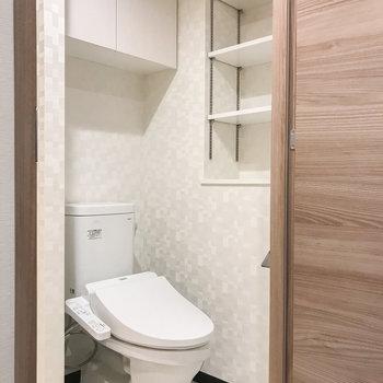 トイレは脱衣所に。収納が多くストックがたくさんできそう