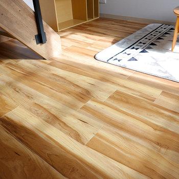 幅が広いタイプの床材が使われているのも、このお部屋の開放感の秘密。(※写真はモデルルームです。)
