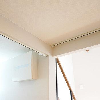 洗面台スペースと玄関は仕切りカーテンで空間を分けることもできる仕様。