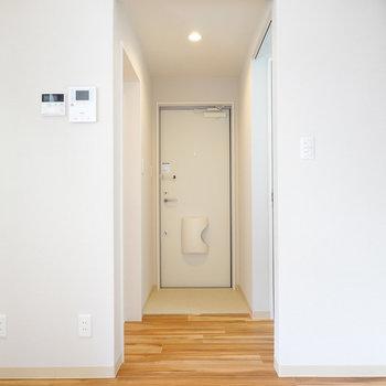 その他の水回りは玄関側に。
