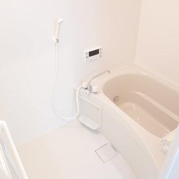 お風呂は追い焚き付き。冬場にずっと温かいお湯に浸れる幸せ…