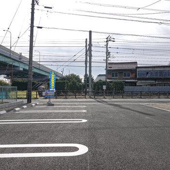 敷地内駐車場あります!目の前には名鉄の線路。