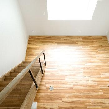 背の低い家具を揃えて開放的なインテリアづくりをしたい!(※写真は反転間取り別部屋のものです。)