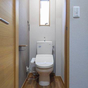 トイレも小窓があって明るいです。※写真は前回募集時のものです
