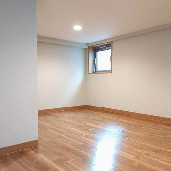 小窓もあるのでロフトにも日の光が差します。※写真は前回募集時のものです