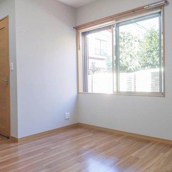 フローリングやウッド調のドアが温かい印象を与えてくれます。※写真は前回募集時のものです