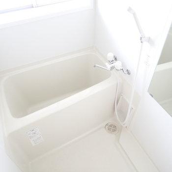 バスルームには窓があるので換気によい!
