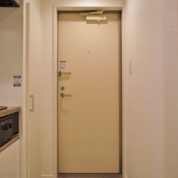 玄関スペース。※写真は、1階の同タイプのもの