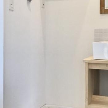 【完成イメージ】洗濯機置場の上には木製の棚。