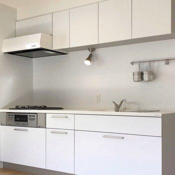 【完成イメージ】清潔感たっぷりの大きな白いキッチン!