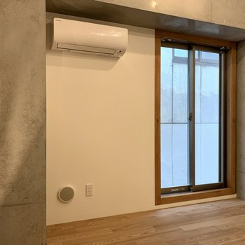 【3F】窓とエアコンで快適に過ごせます