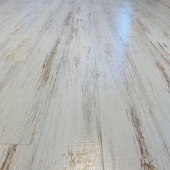 白ペイント調の床◎