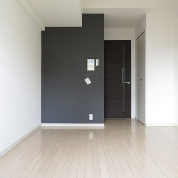 あのクロスに合わせた家具を選びたいですね※写真は12階別部屋・反転間取りのものです。