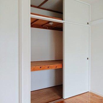 【洋室約6.1帖】押入れは3段で収納力UP。