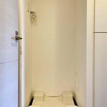 洗濯機置き場。脱衣所の近くにあります。