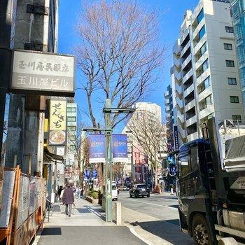 道玄坂。 駅まで徒歩約10分です。