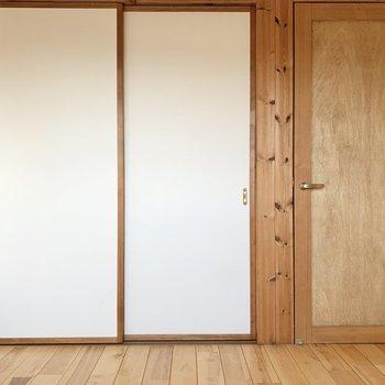 【1階洋室4.5帖】約7.5帖のお部屋とは繋がっていますよ。