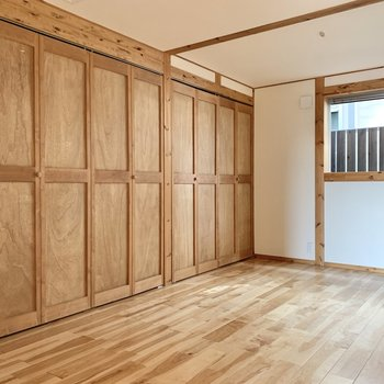 【1階洋室7.5帖】ダブルベッドを置いても余裕ができそう。※写真はクリーニング前のものです