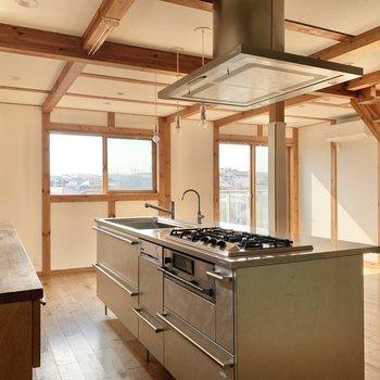【2階LDK】アイランドキッチンです。