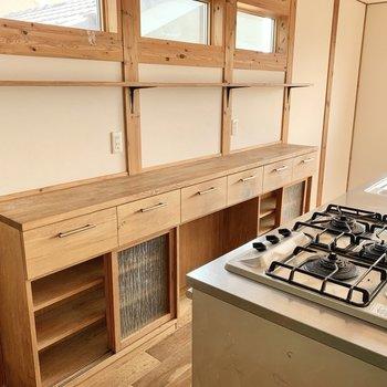 【2階LDK】キッチン収納も充実。※写真はクリーニング前のものです