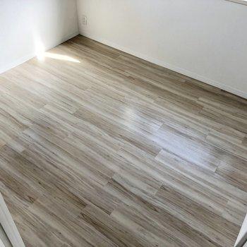 【洋室】床面はこんな感じ。