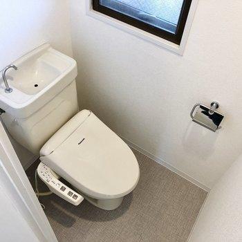トイレは脱衣所入って右のドアを開けたところに。
