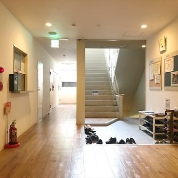 シェアスペース】共用玄関も広々空間〜!