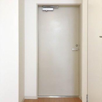 個室の扉はこんな感じ。