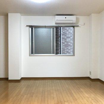 【LDK14帖】キッチン側から。おっきなテーブルやソファを置いても問題なさそうな広さ!