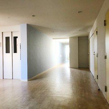 廊下は静かです◎