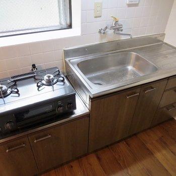 料理がはかどりそうな大きめのキッチンです※写真は前回掲載時のものです