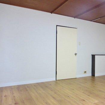 【洋室】家具の配置も自由がききそうです※写真は前回掲載時のものです