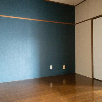 【洋室4.5帖】こちらが約6帖の洋室につながる約4.5帖のお部屋です。