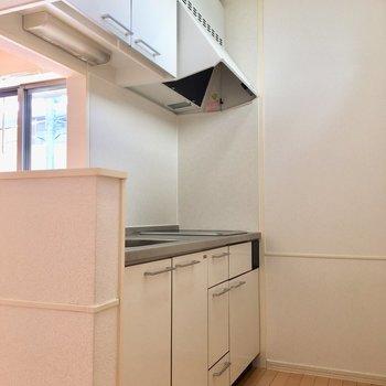 【LDK】左側にはシステムキッチンが。