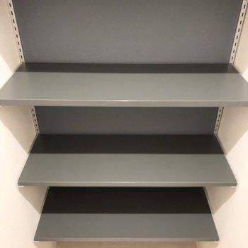 掃除道具などの収納ややシューズボックスとして使えます。
