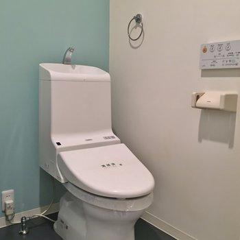 おトイレはお隣さん