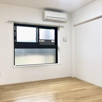 7帖の洋室へ。※写真は4階の同間取り別部屋のものです