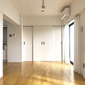 シンプルなデザインです。※写真は4階の同間取り別部屋のものです