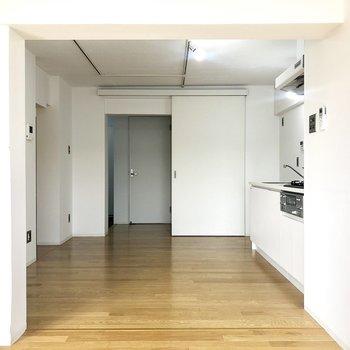 キッチンスペースへ行ってみましょう。※写真は4階の同間取り別部屋のものです