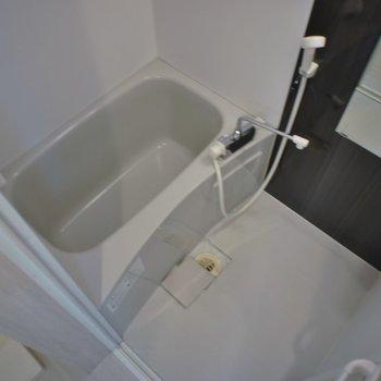 バスルームは浴室乾燥付き★。※写真は、2Fの同タイプのもの