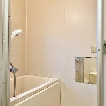 ゆったりとした浴室。