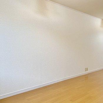 【LDK】暖かな色合いの家具が合いそうですね。