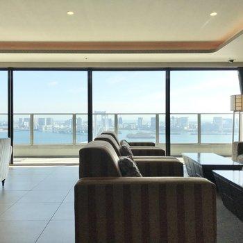 【31階】有料で軽食の提供も可能。