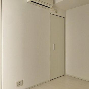 【洋室②】クローゼットは小さめ。