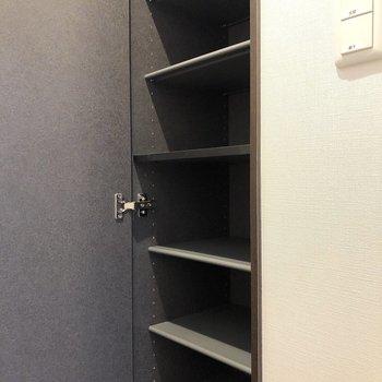 可動式のシューズボックスなので高さも自由に変えられます。