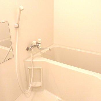 白でキレイ目のお風呂