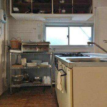 キッチンに本格的な餃子焼機まで!