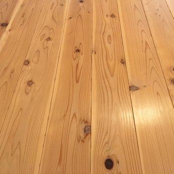 無垢床特有の温かみにほっこり。